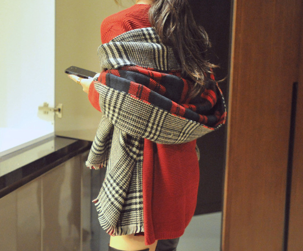 oversize-red-plaid-double-side-cozy-scarf-3-details