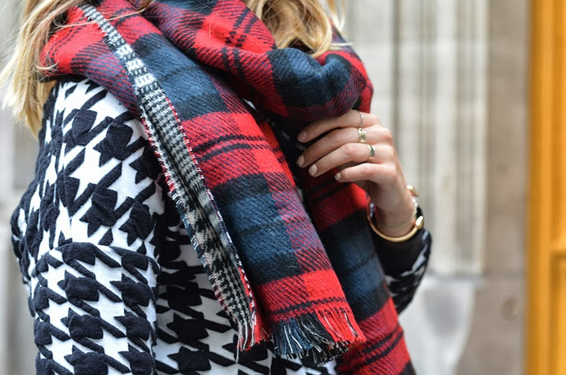 oversize-red-plaid-double-side-cozy-scarf-5-details